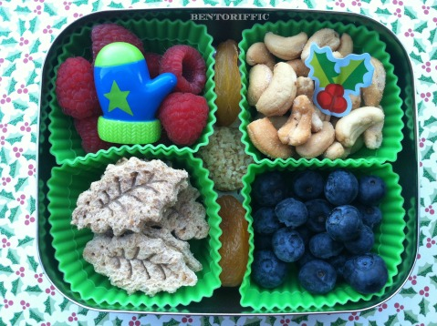 Holly & mitten bento lunch by bentoriffic