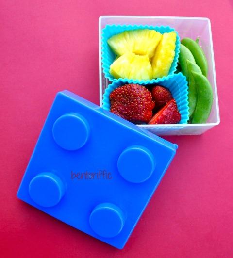 Bentoriffic Lego cube snack bento